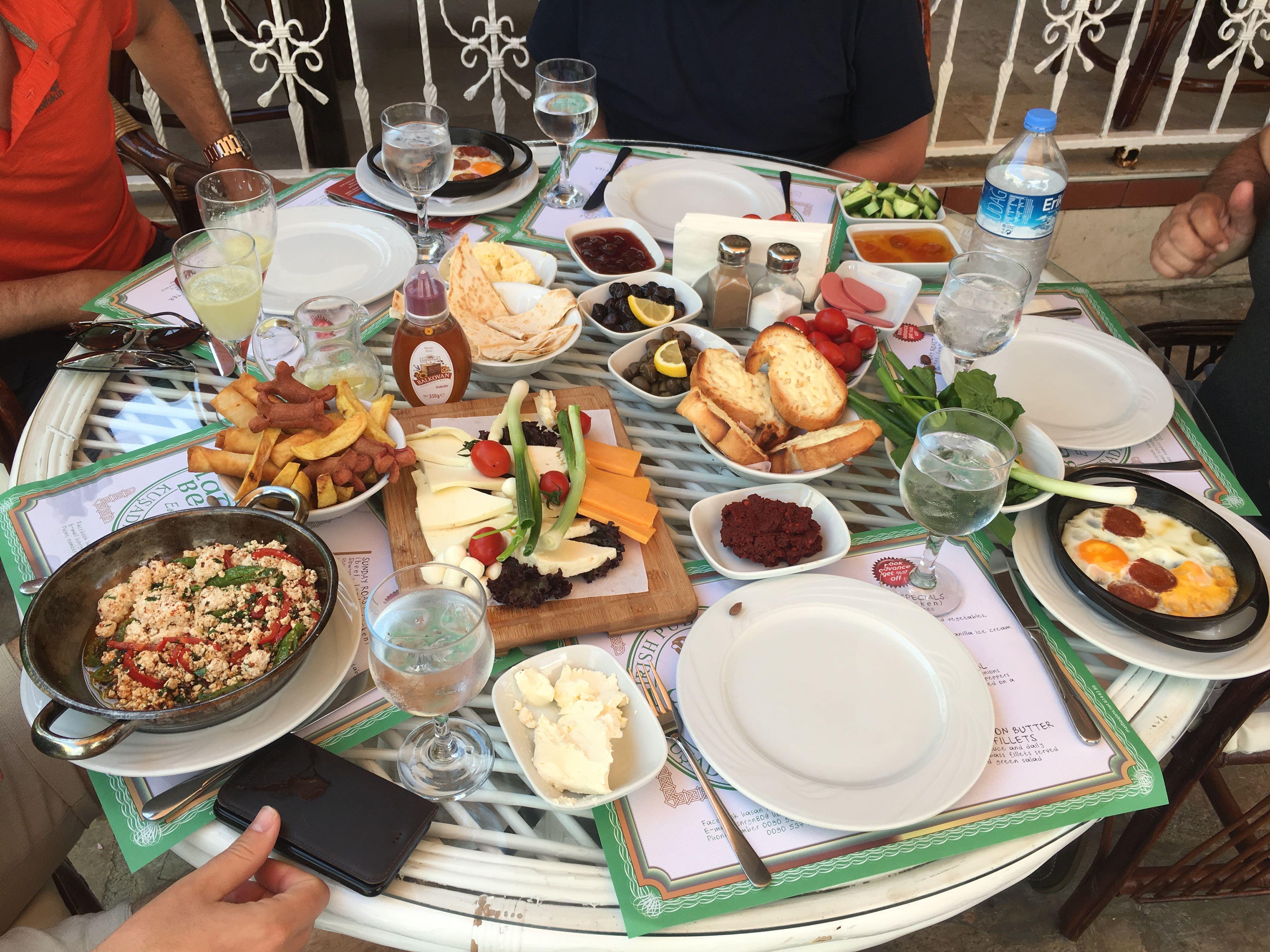 Uitgebreid Turks ontbijt